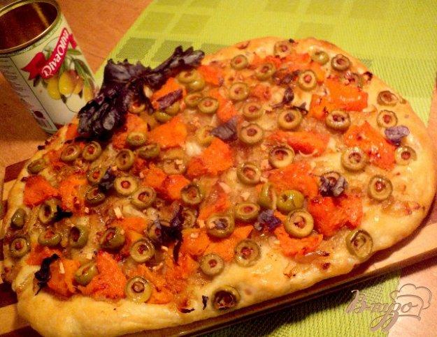 Рецепт Лепешка с тыквой, оливками и луком.