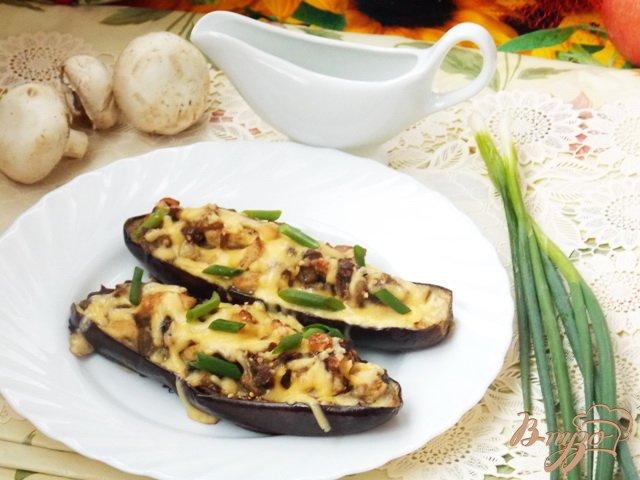 Фото приготовление рецепта: Баклажаны фаршированные курицей и грибами шаг №9