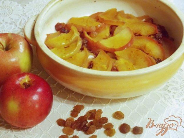 Рецепт Яблоки запеченные дольками с медом и изюмом