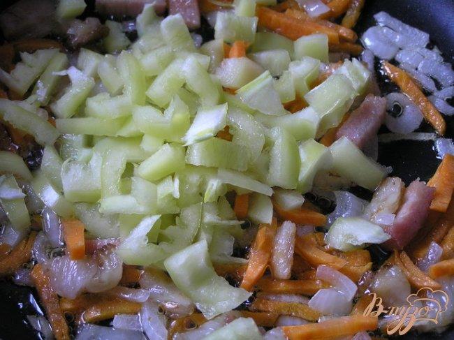 Фото приготовление рецепта: Картофельный суп с беконом шаг №3