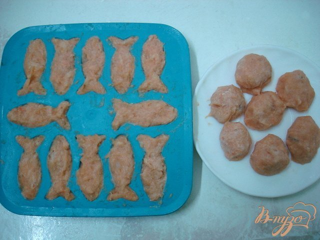 Фото приготовление рецепта: Суп с рыбными фрикадельками  (бюджетный) шаг №3