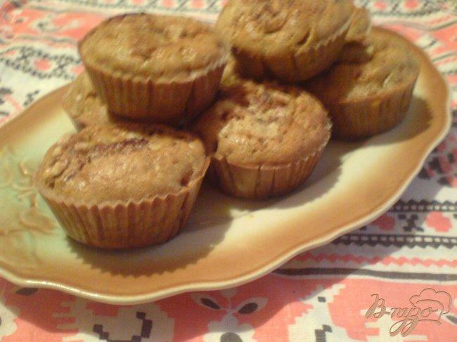 Фото приготовление рецепта: Тыквенные кексы с корицей и грецкими орехами шаг №7