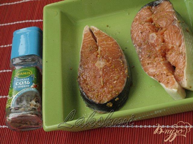 Фото приготовление рецепта: Нежная сёмга под клюквенным соусом шаг №2
