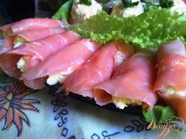Рецепт Сырный салат в рулетиках из форели