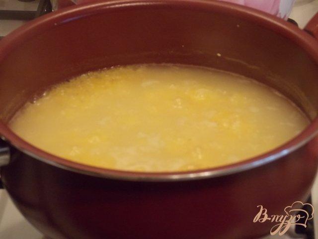Фото приготовление рецепта: Полента с сыром шаг №4