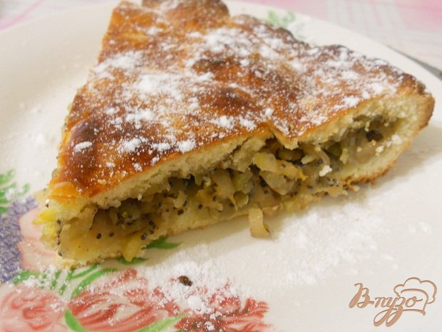 Фото приготовление рецепта: Пирог с яблоками, маком и грецкими орехами шаг №8