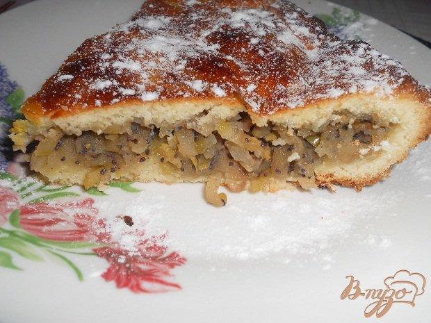 фото рецепта: Пирог с яблоками, маком и грецкими орехами
