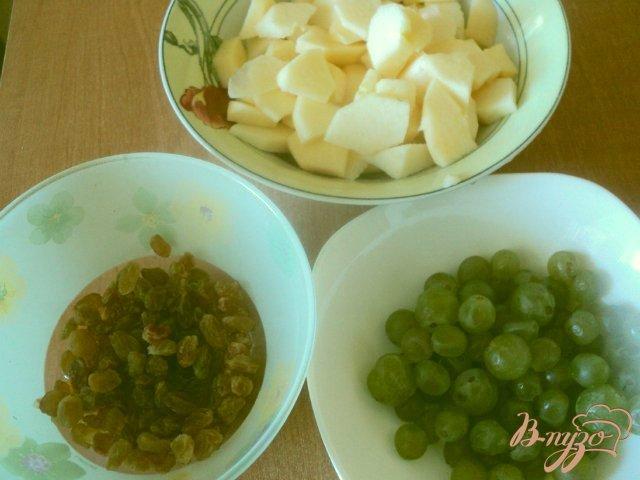 Фото приготовление рецепта: Пирог из лаваша с яблоками и виноградом шаг №1
