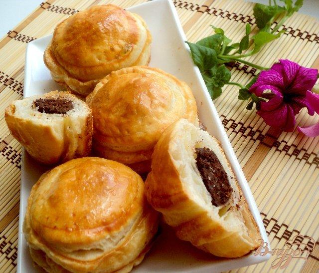 Фото приготовление рецепта: Питивье с шоколадно-миндальной начинкой. шаг №9