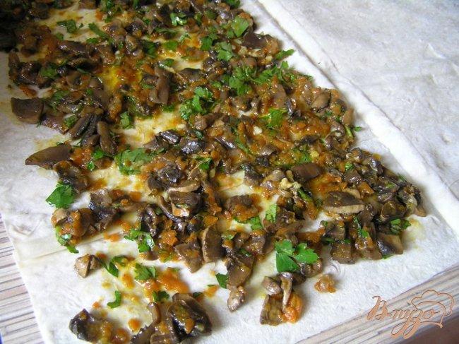 Фото приготовление рецепта: Закуска в лаваше с грибами шаг №3