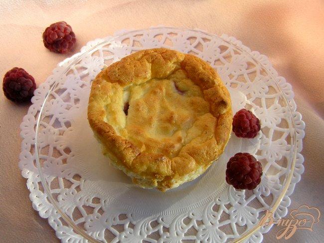Фото приготовление рецепта: Запеченный творожный десерт с малиной шаг №6