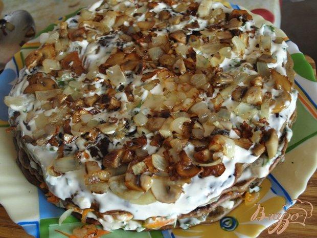 Фото приготовление рецепта: Печёночный торт с грибами шаг №6