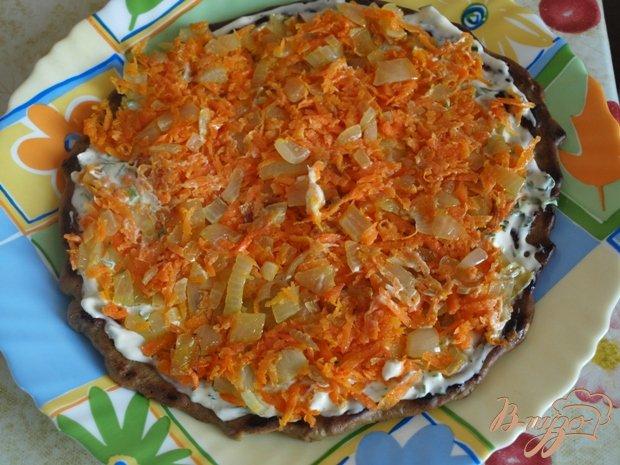 Фото приготовление рецепта: Печёночный торт с грибами шаг №5