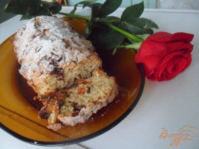 Фото приготовление рецепта: Кекс с шоколадными каплями и курагой шаг №8