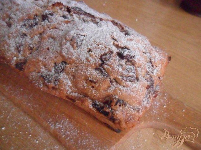Фото приготовление рецепта: Кекс с шоколадными каплями и курагой шаг №7