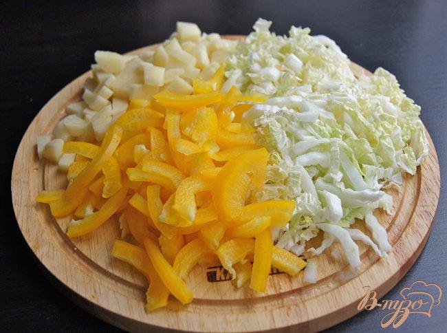 Фото приготовление рецепта: Суп с овощами, грибами и фрикадельками шаг №6