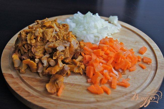 Фото приготовление рецепта: Суп с овощами, грибами и фрикадельками шаг №3