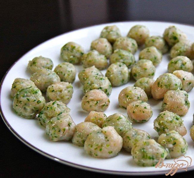 Фото приготовление рецепта: Суп с овощами, грибами и фрикадельками шаг №9