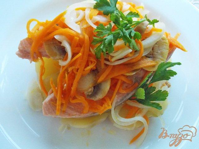 Фото приготовление рецепта: Жареная семга под маринадом на