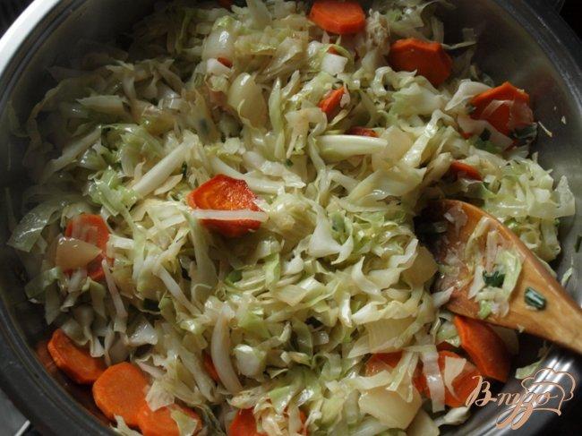 Фото приготовление рецепта: Капуста с рисом по-гречески шаг №3