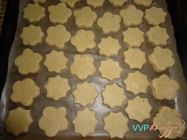 Фото приготовление рецепта: Печенье творожное с помадкой из хурмы шаг №4