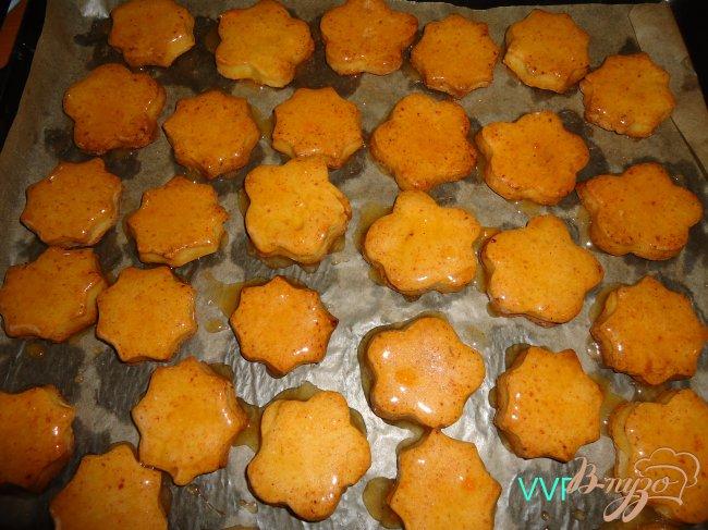 Фото приготовление рецепта: Печенье творожное с помадкой из хурмы шаг №6