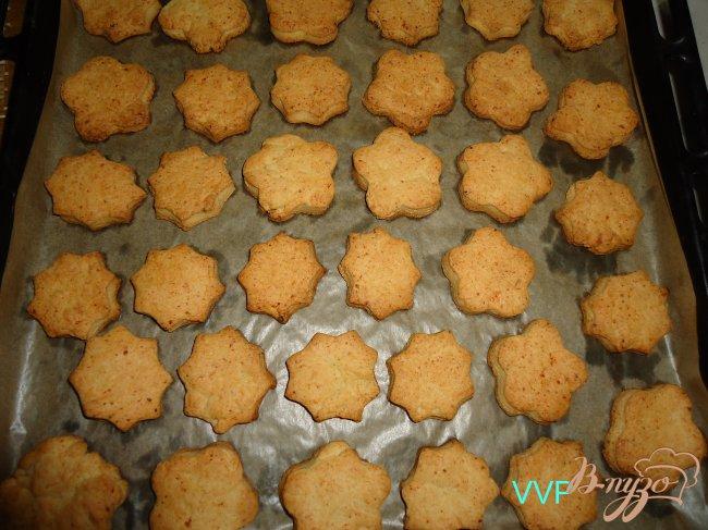 Фото приготовление рецепта: Печенье творожное с помадкой из хурмы шаг №5