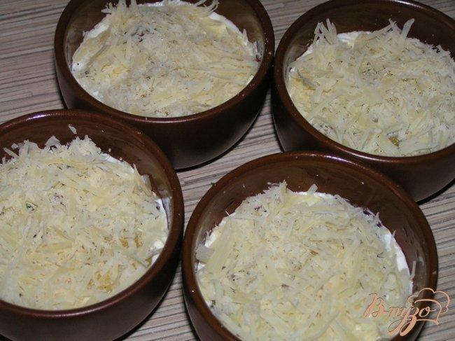 Фото приготовление рецепта: Яйца, запеченные с черри и зеленью шаг №4