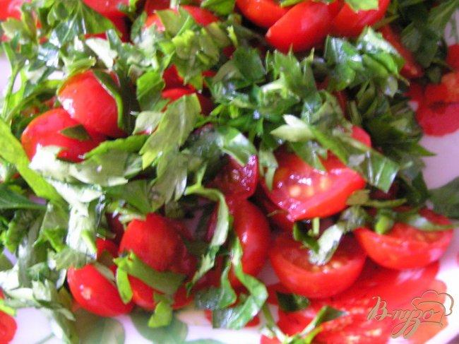 Фото приготовление рецепта: Яйца, запеченные с черри и зеленью шаг №1