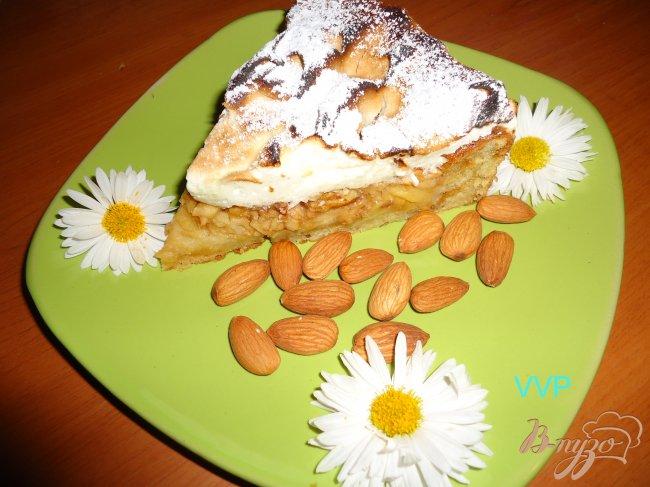 Фото приготовление рецепта: Яблочно-миндальный пирог шаг №9
