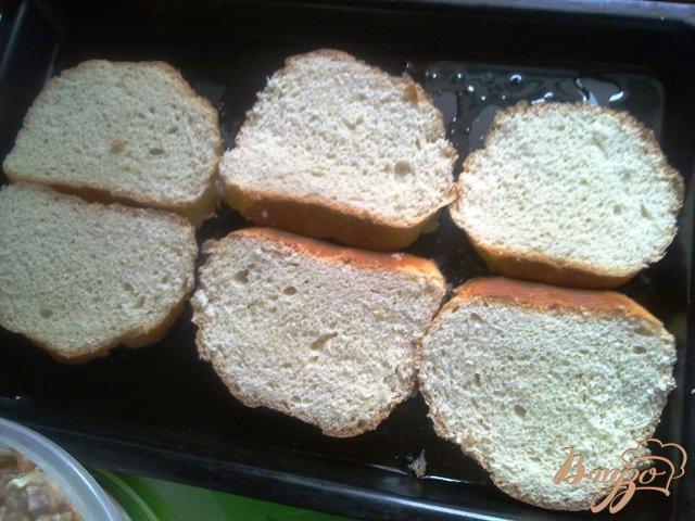 Фото приготовление рецепта: Горячие бутерброды  на завтрак шаг №5
