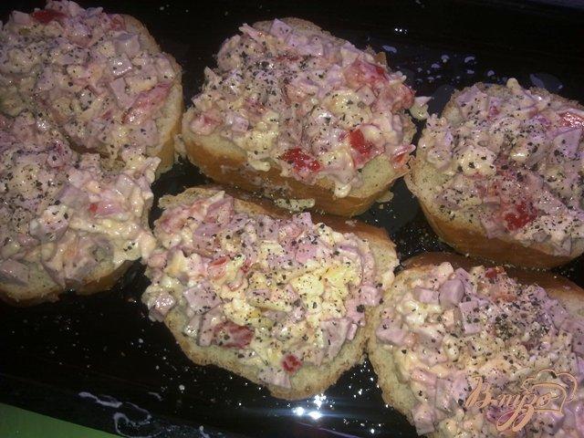 Фото приготовление рецепта: Горячие бутерброды  на завтрак шаг №6