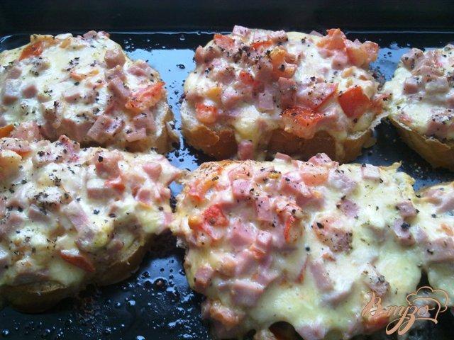 Фото приготовление рецепта: Горячие бутерброды  на завтрак шаг №7