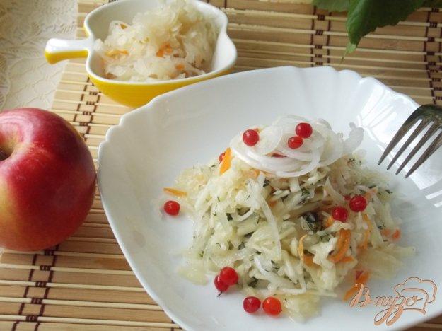 Рецепт Салат из квашеной капусты с яблоками