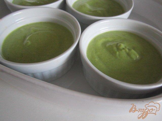 Фото приготовление рецепта: Нежный флан из брокколи с креветками шаг №6