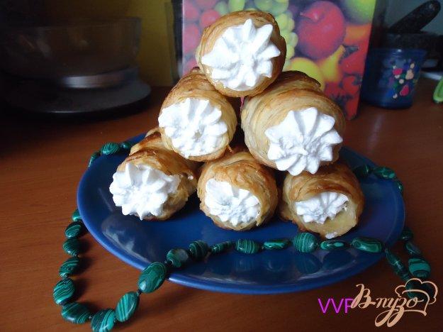 фото рецепта: Слоеные трубочки с белковым заварным кремом