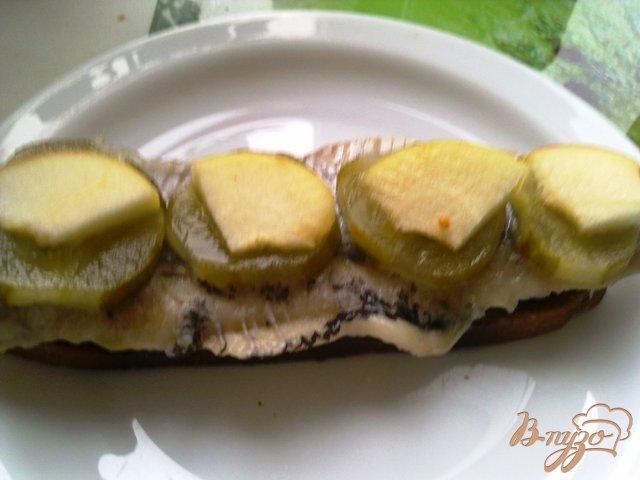 Фото приготовление рецепта: Бутербродики закусочные с сельдью шаг №6