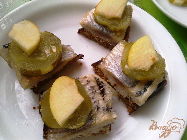 Фото приготовление рецепта: Бутербродики закусочные с сельдью шаг №7