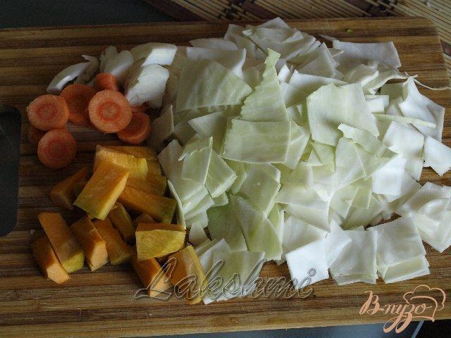 Фото приготовление рецепта: Куриные котлеты с овощами шаг №1