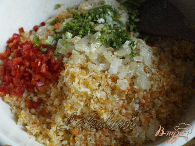 Фото приготовление рецепта: Куриные котлеты с овощами шаг №2