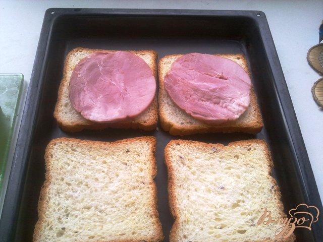 Фото приготовление рецепта: Горячие бутерброды второй вариант шаг №5