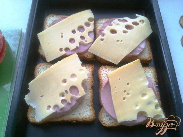 Фото приготовление рецепта: Горячие бутерброды второй вариант шаг №6