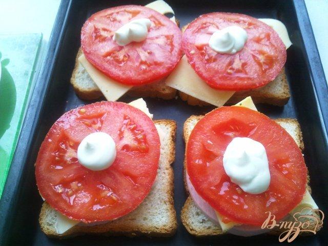 Фото приготовление рецепта: Горячие бутерброды второй вариант шаг №7