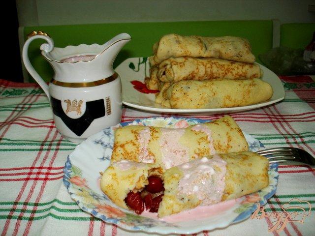 Фото приготовление рецепта: Блинчики с вишнями шаг №5