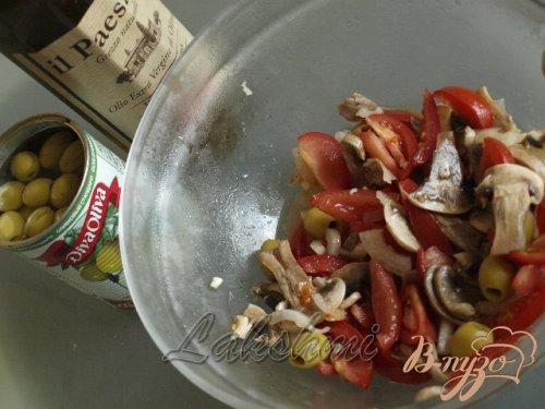 Салат из помидоров и свежих шампиньонов