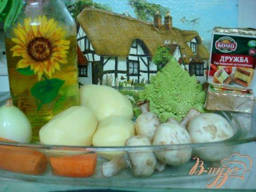 Суп с сырками, шампиньонами и капустой романеско