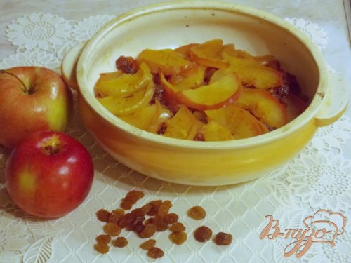 Яблоки запеченные дольками с медом и изюмом