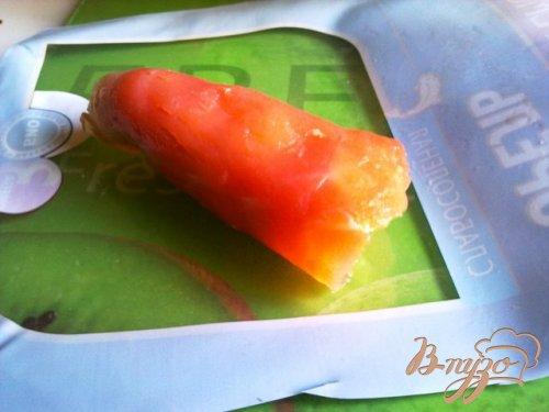 Сырный салат в рулетиках из форели