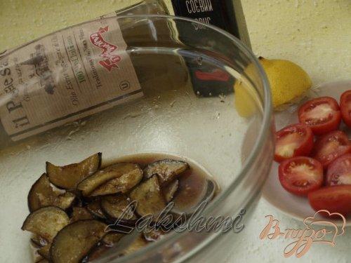 Салат с рукколой,баклажанами и помидорами-черри