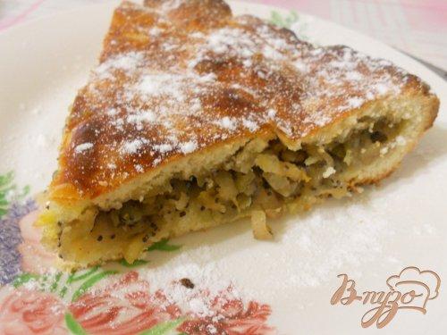 Пирог с яблоками, маком и грецкими орехами